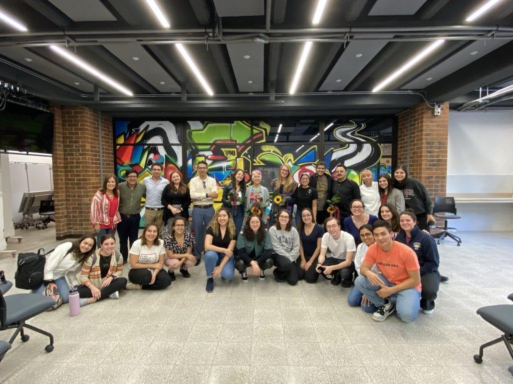 Robyn, equipo y alumnos
